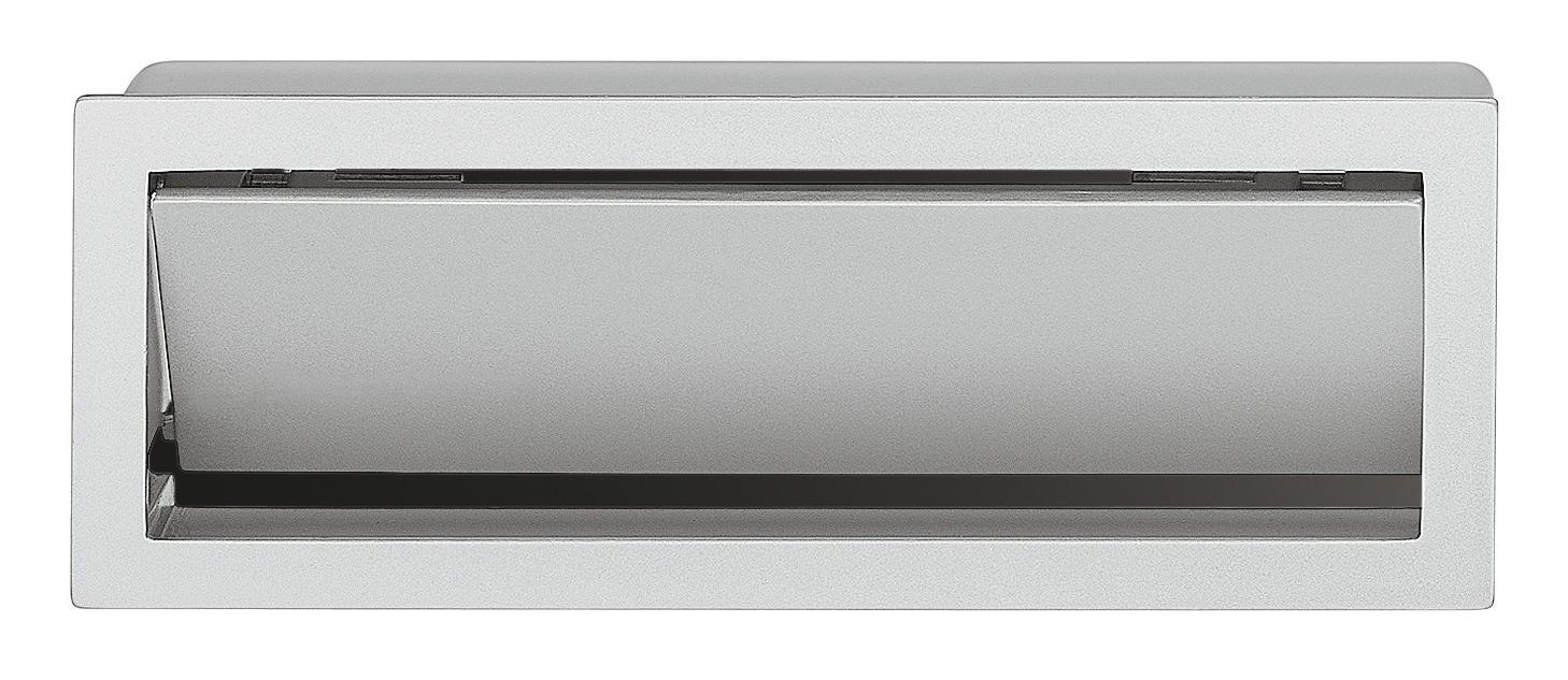 Image of   Enkelt og aflang skålegreb med klap i alufarvet zinklegering og sort kunststof bagplade